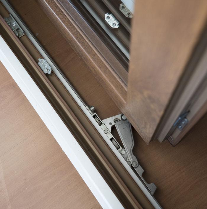 finestra-in-legno-meccanismi-bonelli-serramenti